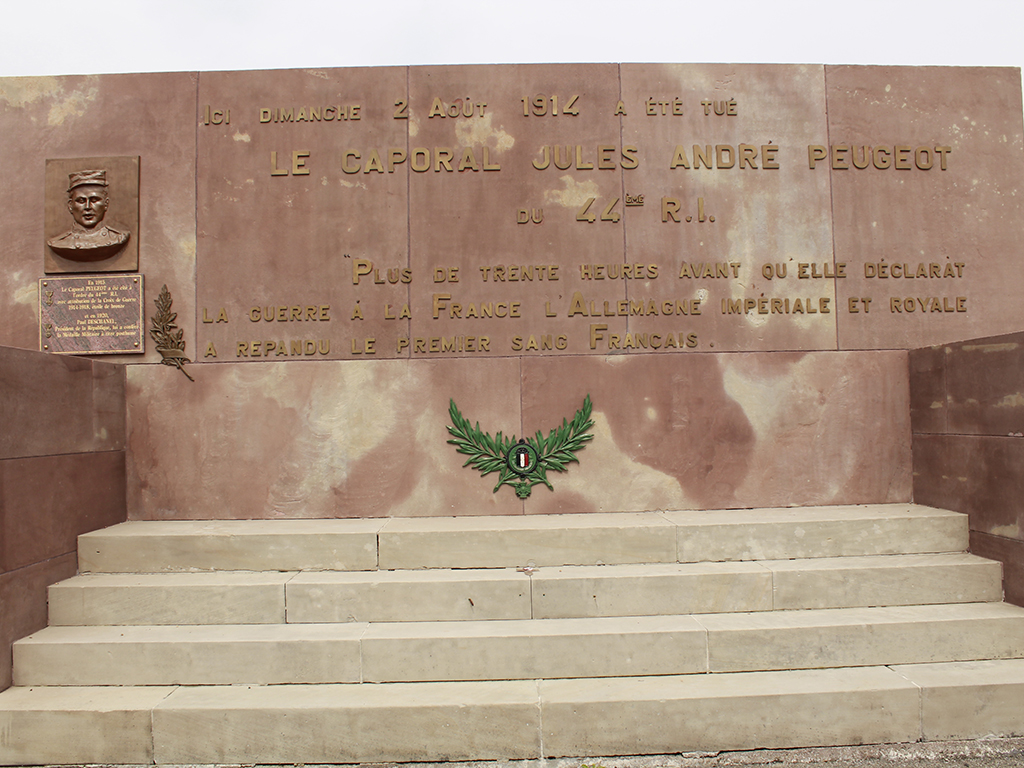 monument-caporal-peugeot